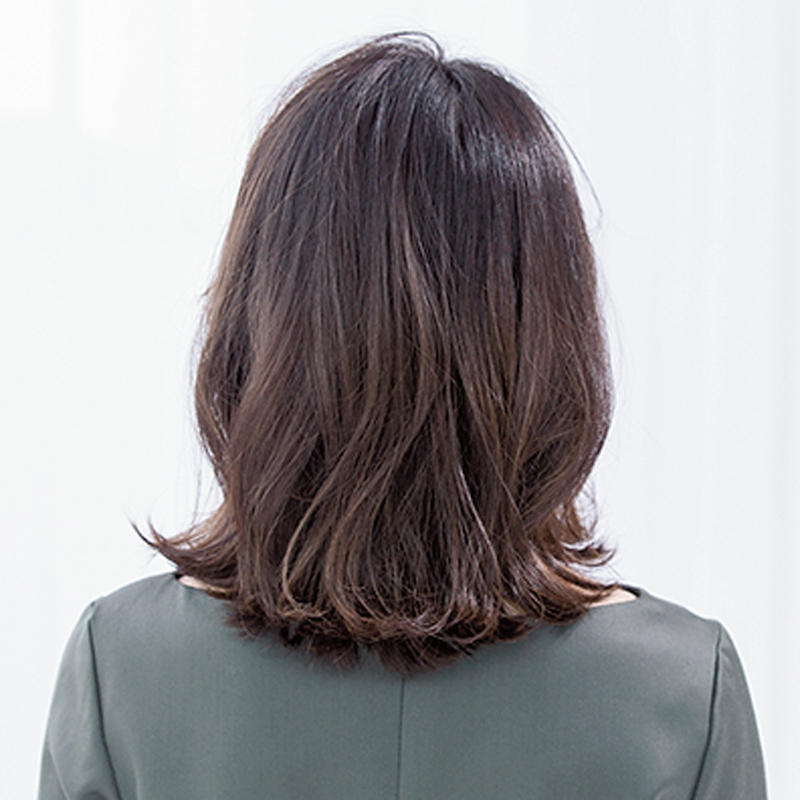 後ろから見た 人気ミディアムヘアスタイル4位の髪型