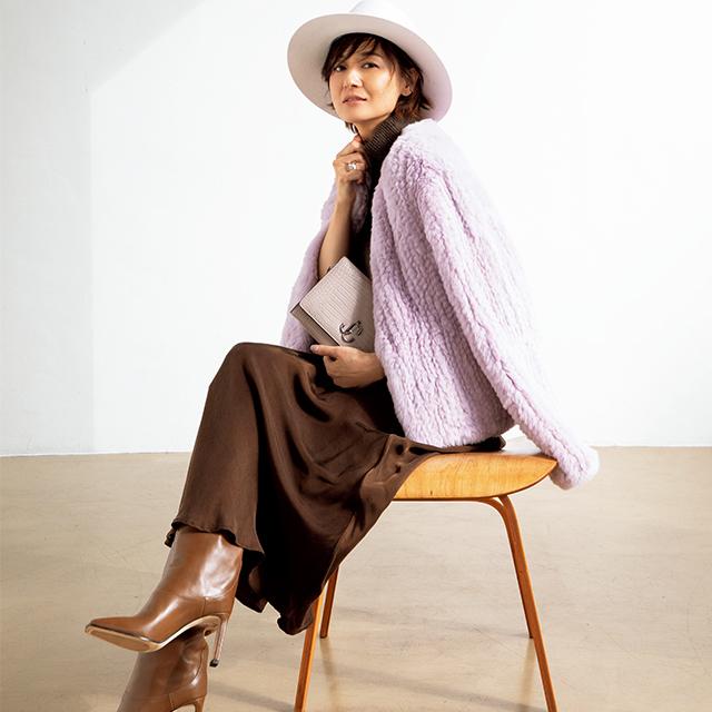 富岡佳子がまとう華やぎ「ラベンダー」カラーでくすみを払拭