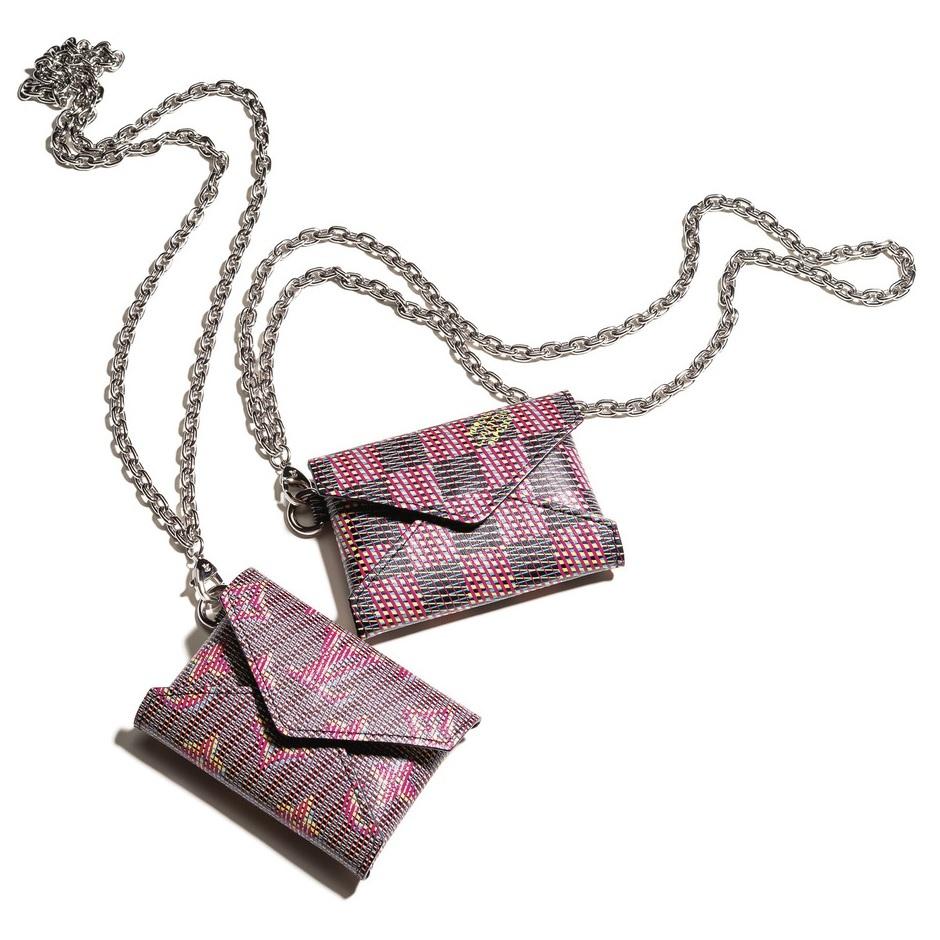 ファッション ルイ・ヴィトンのエンベロップ型ケース