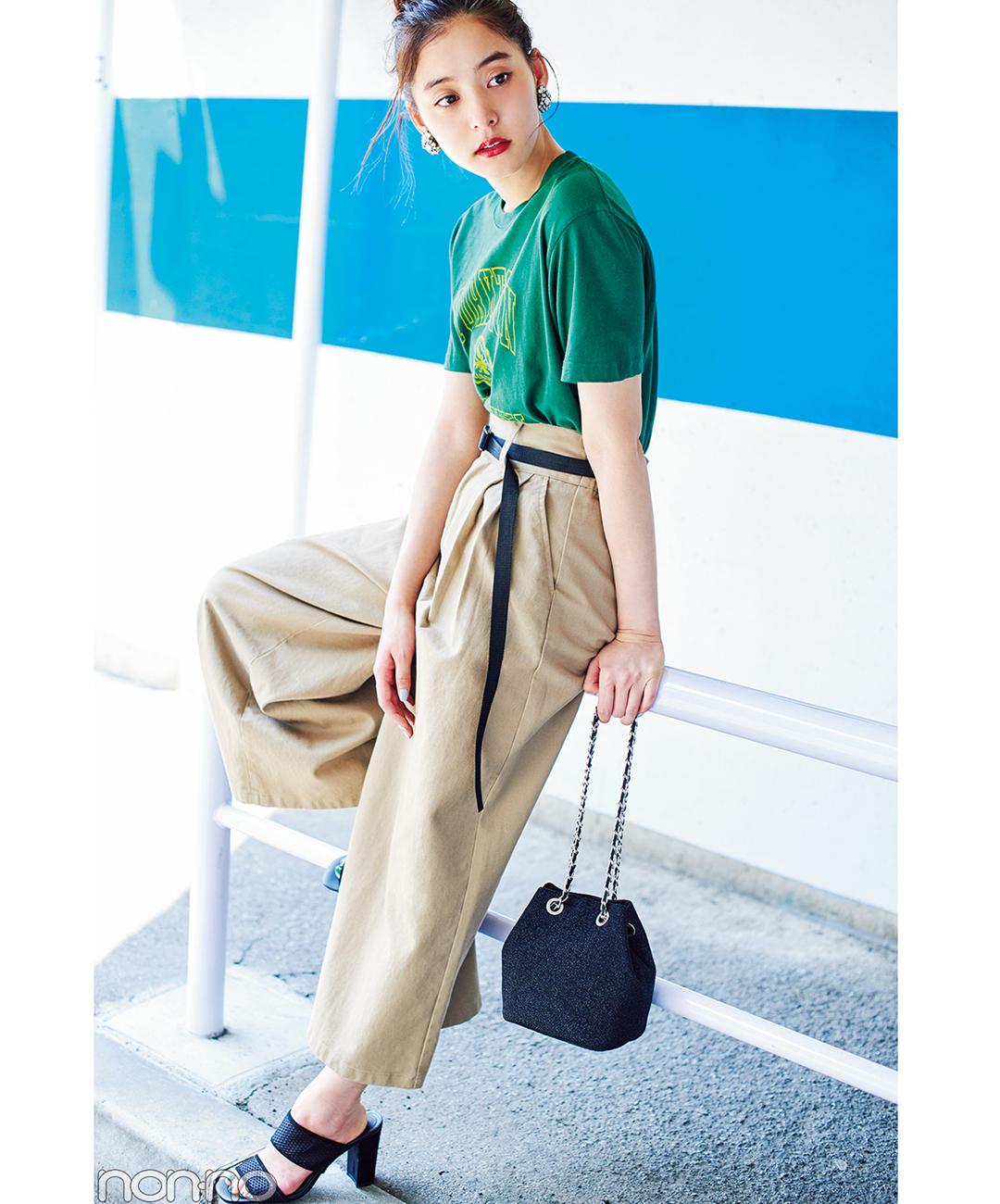 【夏のパンツコーデ】新木優子の、感度の高さが際立つ、こなれ感たっぷりチノコーデ★