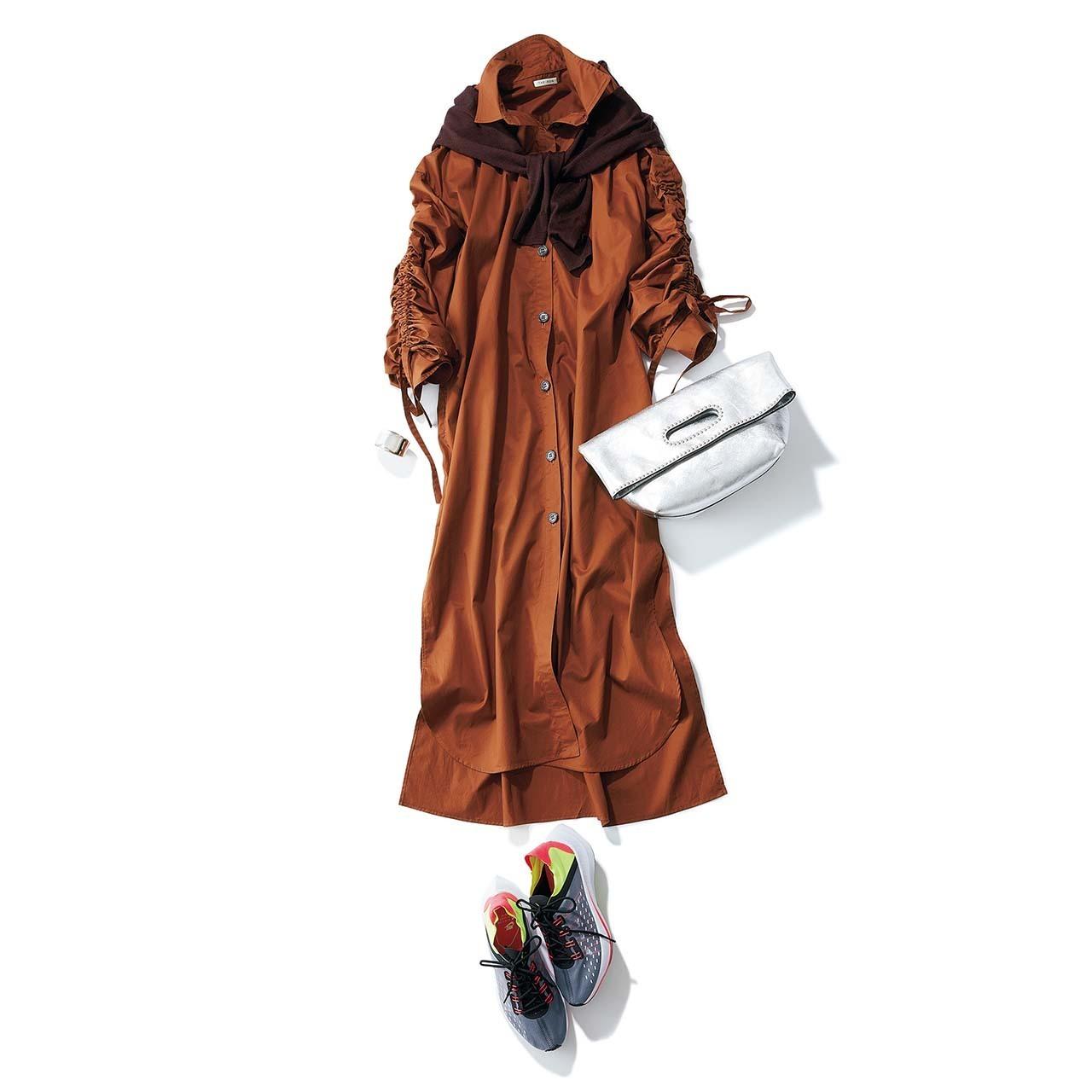 ハイテクスニーカー×シャツワンピースのファッションコーデ