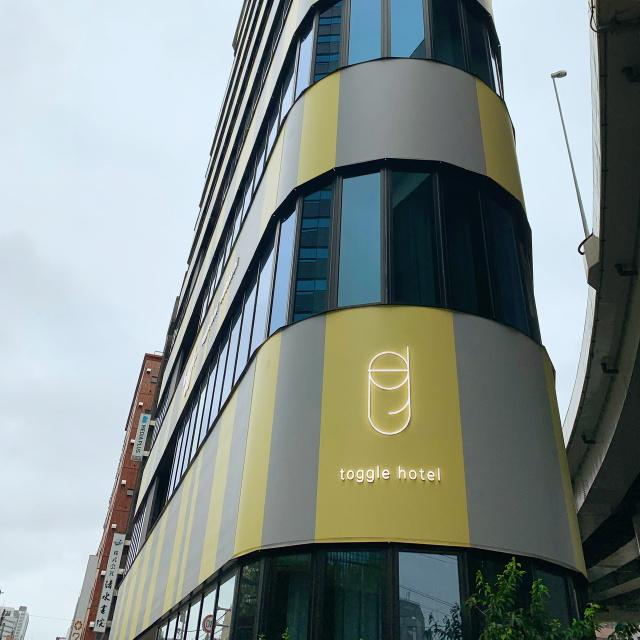 カラーコンセプトのtoggle hotel内にあるポップなカフェtoggle hotel cafe/bar_1_4