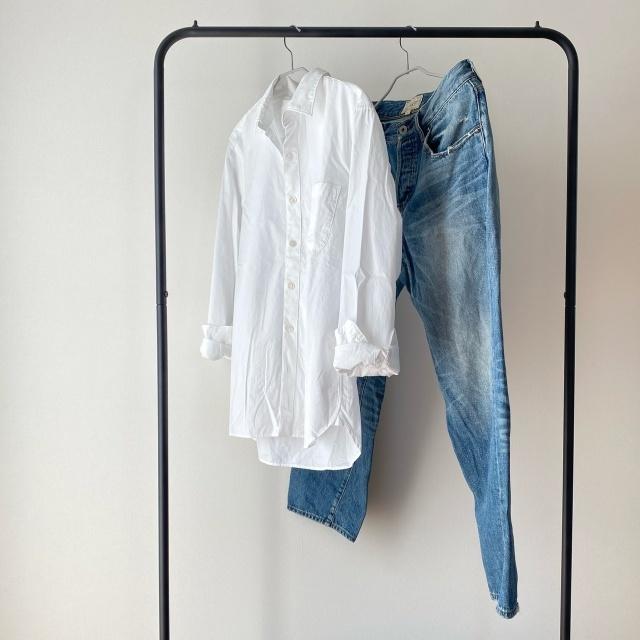 綿100%のメンズシャツ×やや太めのシルエットデニム。
