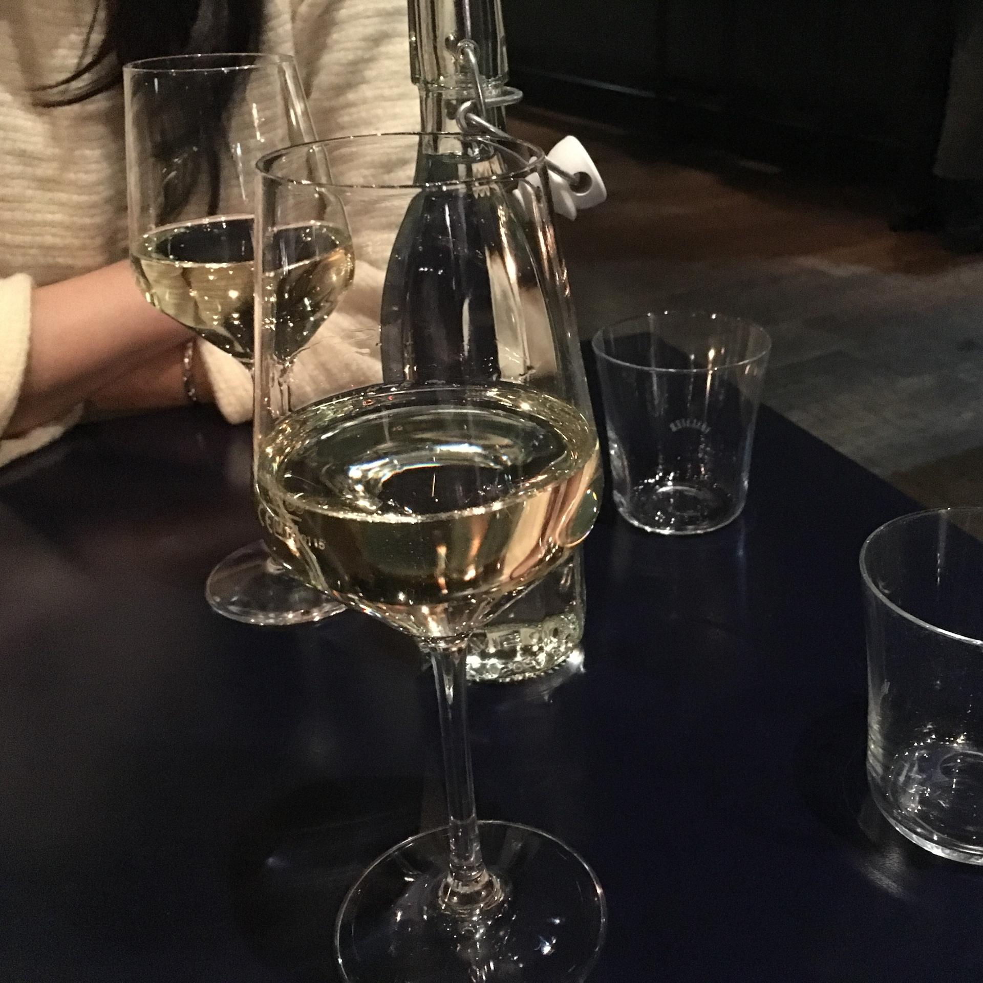 絶対 美味しいワインを飲みたいとき、ワインを飲むのが目的なときに、よくこの店を利用させていただきます。良いワインがグラスで飲めますよ!