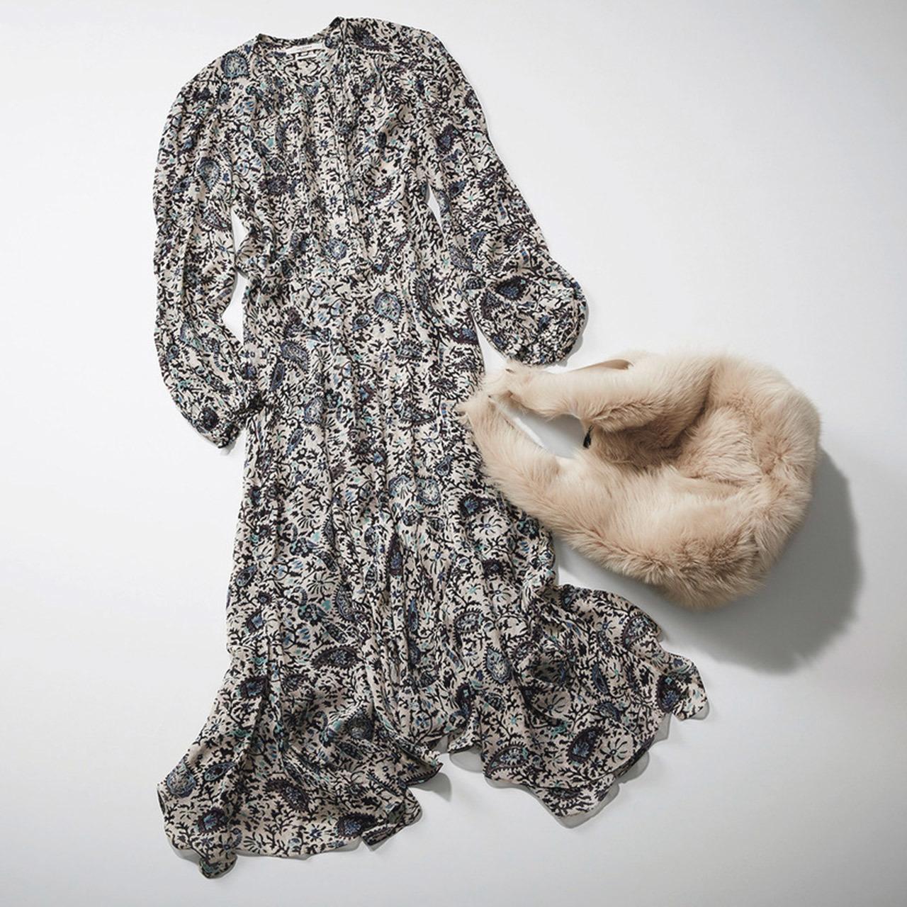 ISABEL MARANT ÉTOILEのプリントワンピースと Anita Bilardiのファーバッグ