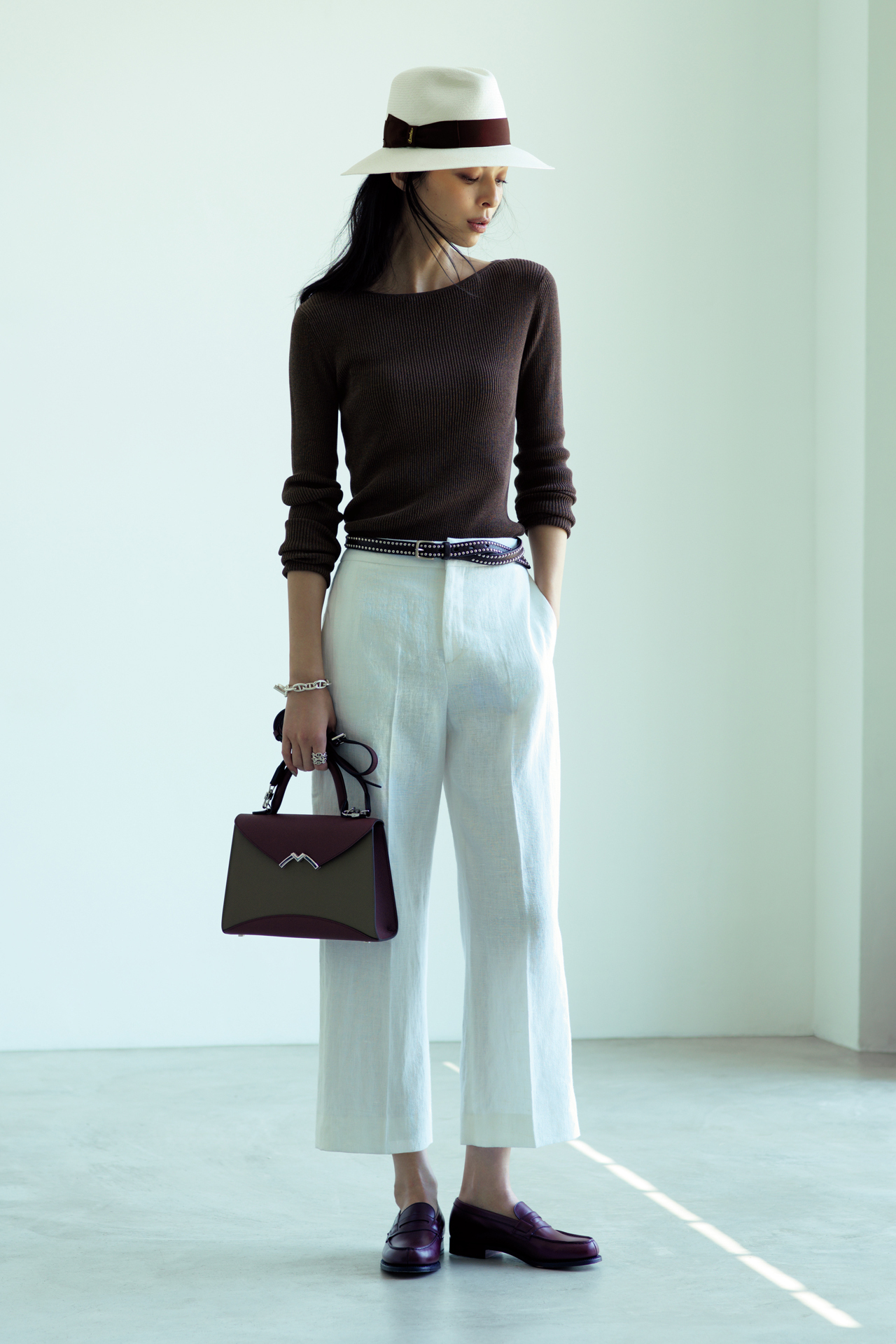 バッグは「きれいめ」、靴はフラットで「ハズす」 TOKYOベーシックスタイル_1_1-1