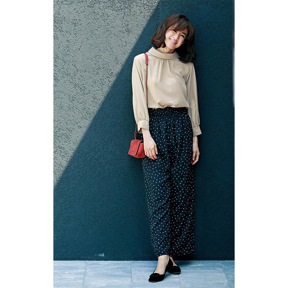 ブラウス×ドット柄パンツのファッションコーデ