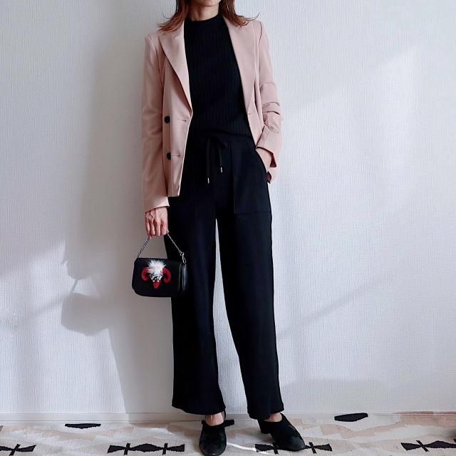黒×ベージュピンクはだいぶ好きな配色です