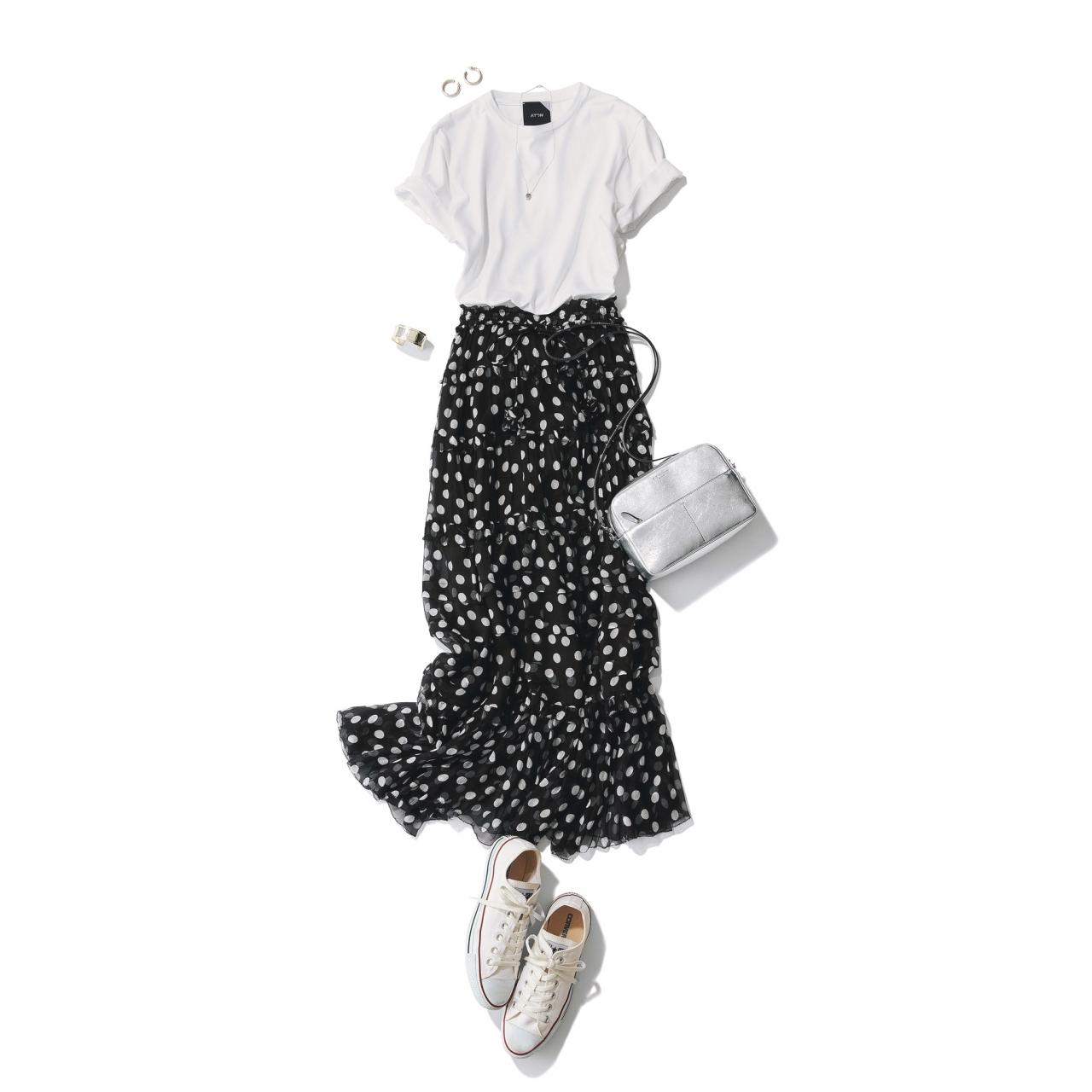 白コンバース×ドット柄スカート&Tシャツのファッションコーデ