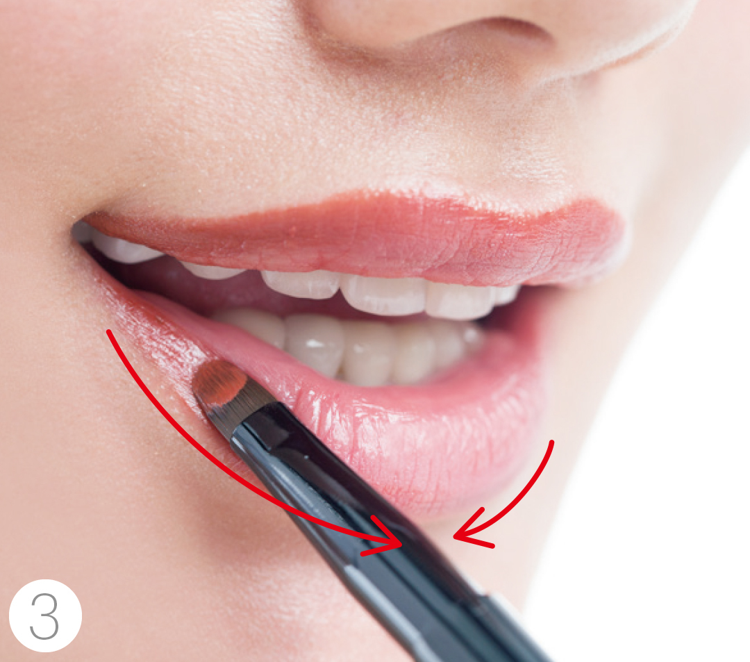 リップブラシの基本の使い方HOW TO★リップの塗り方でたちまちメイク上手に!_1_3-3