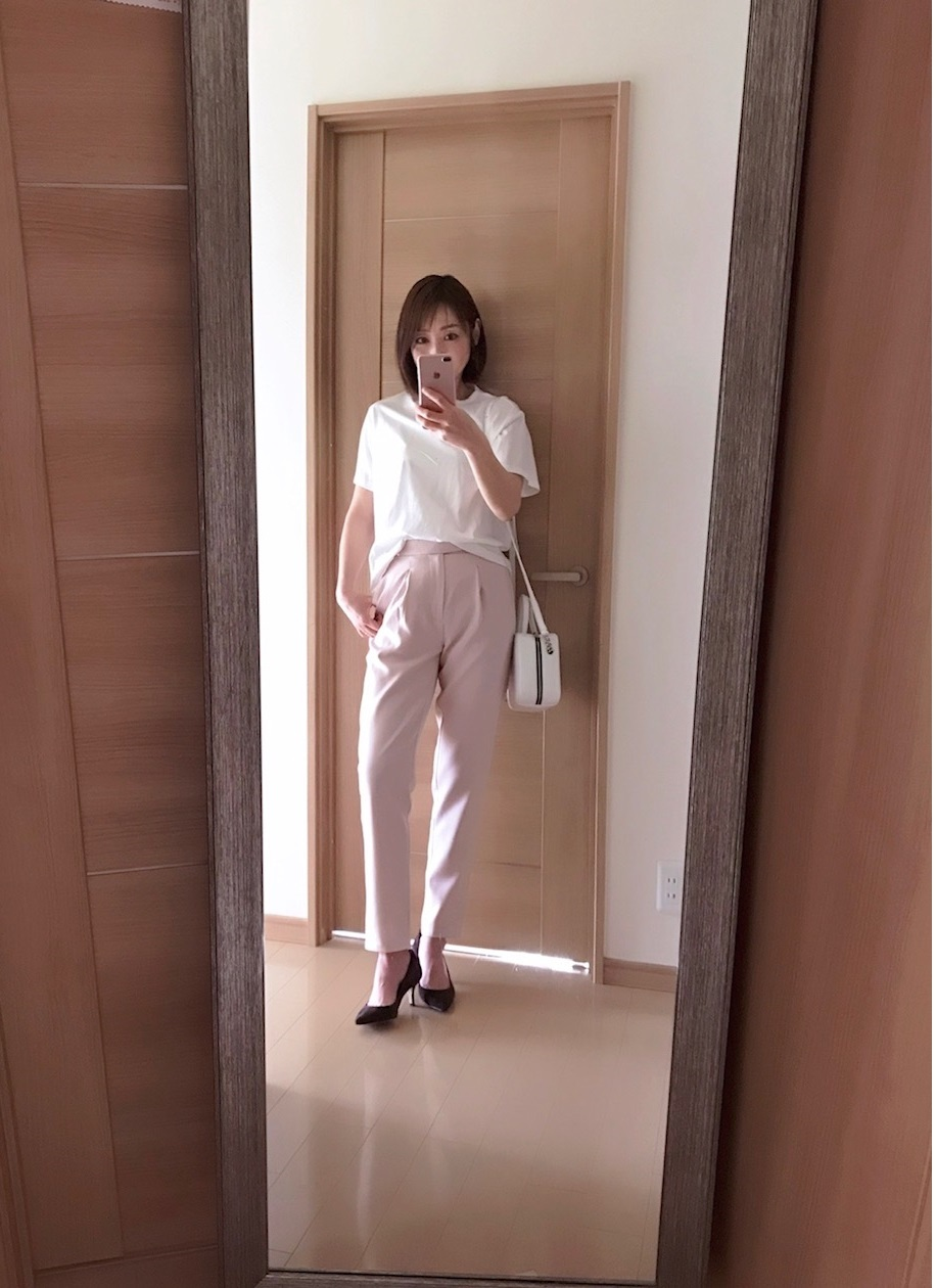 tocco closet のピンクのパンツ着画