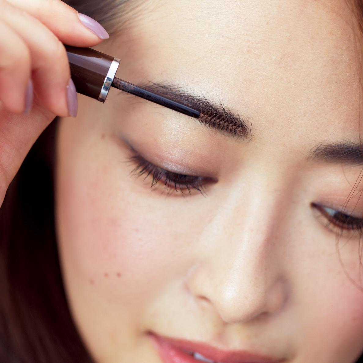 令嬢風のクラシカルな眉が旬。やや短めの角度眉で清潔感を_1_2