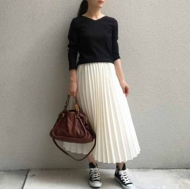 揺れ感が美しいプリーツスカートの足元の正解は?_1_8