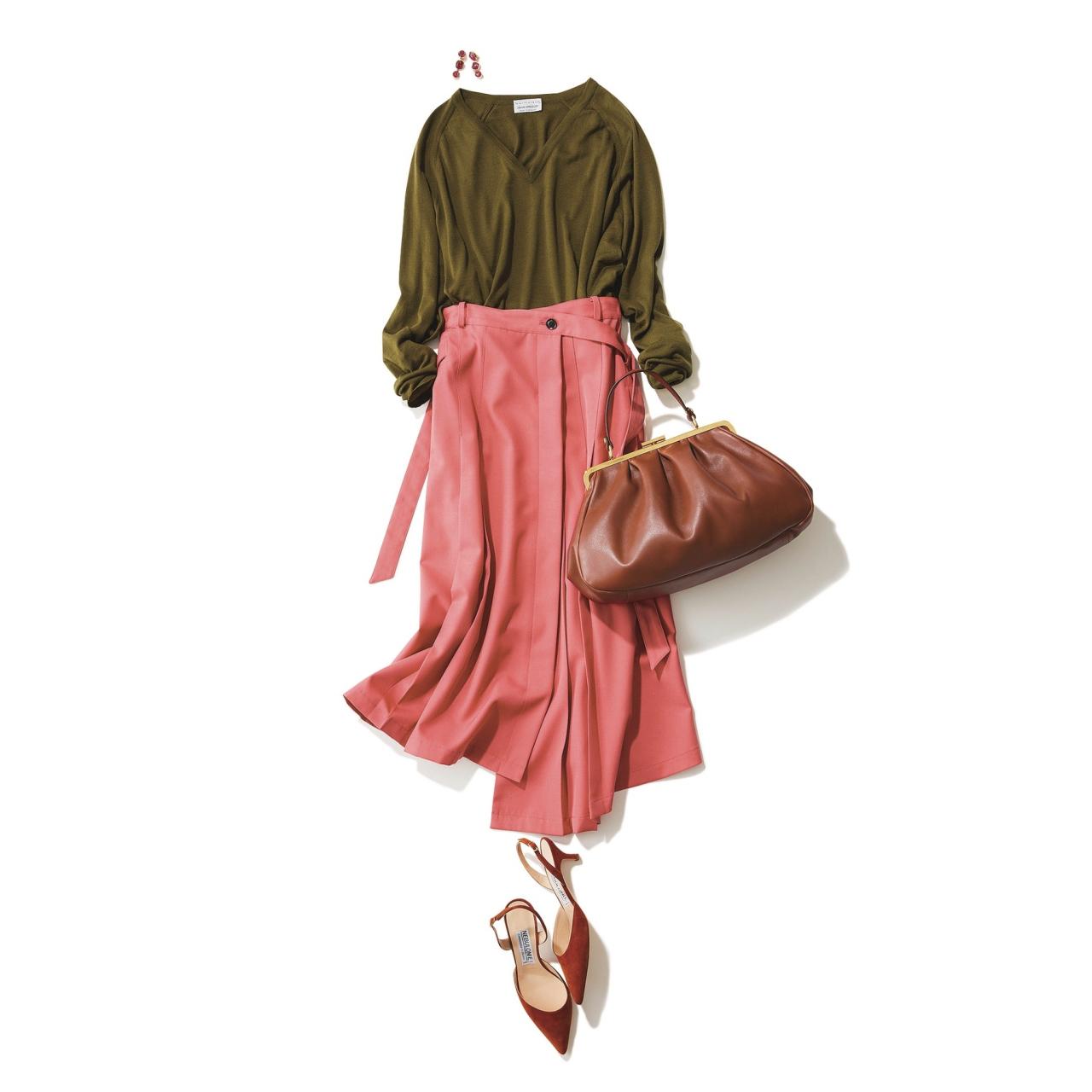 カーキニット×ピンクスカートのファッションコーデ