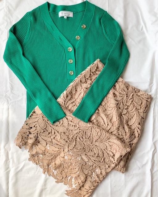 大人の春「ベージュ」コーデ① ♪スカートは身長163cmでSサイズを購入。ニットはゆったりめのサイズ「40」。
