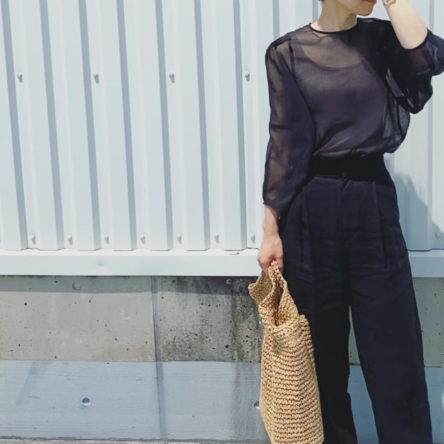 定番の黒パンツを極める!今っぽく、おしゃれで、美脚見えする黒パンツコーデまとめ|40代ファッション_1_28