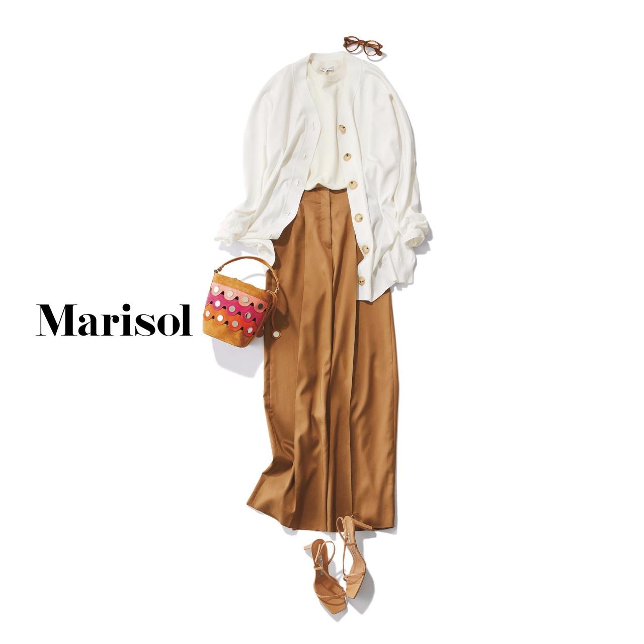 40代ファッション 白アンサンブルニット×ベージュワイドパンツコーデ