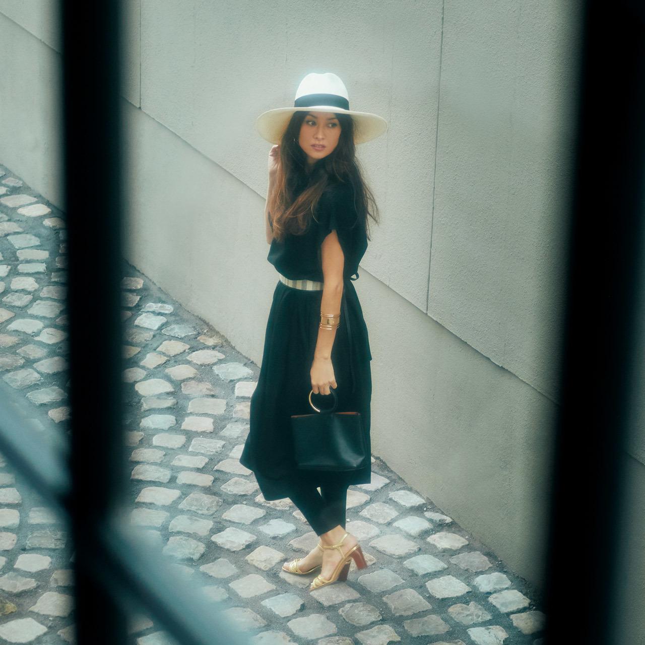 帽子×フレンチシックな黒ワンピースコーデ