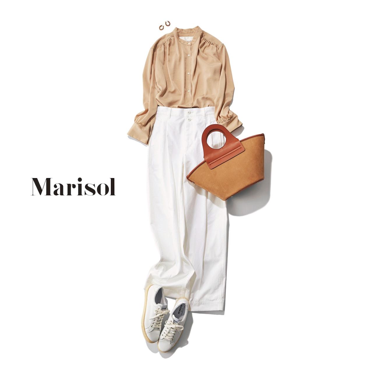 40代ファッション ベージュブラウス×白ワイドパンツ×スニーカーコーデ
