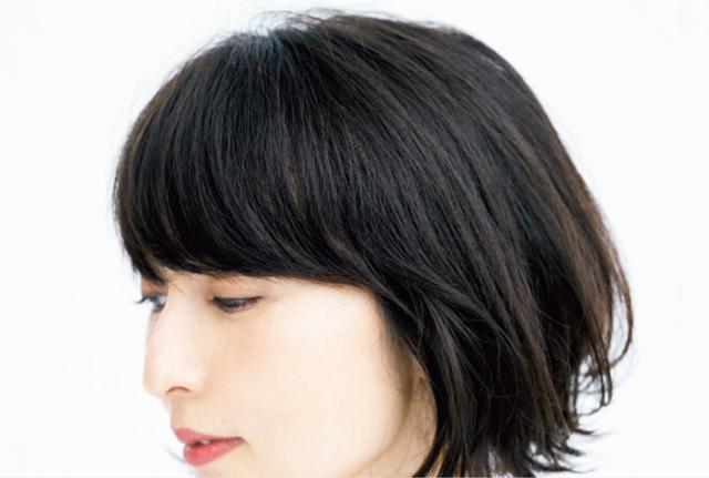 サイドへつながる、やや幅が広めの前髪に調整を