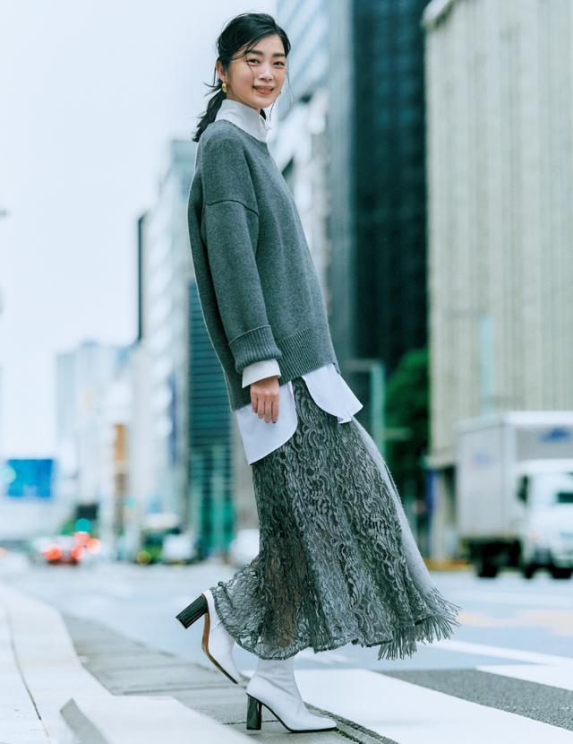冬に着るレーススカートが新鮮。ニットとの相性も抜群
