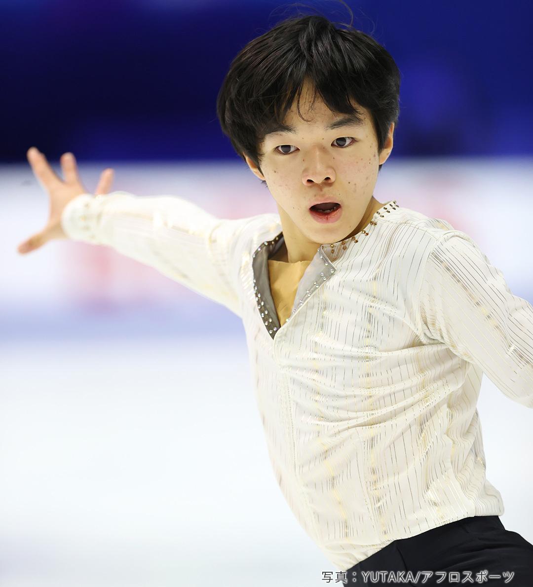NHK杯2020でショートプログラム「Vocussion」を披露するフィギュアスケート男子鍵山優真選手