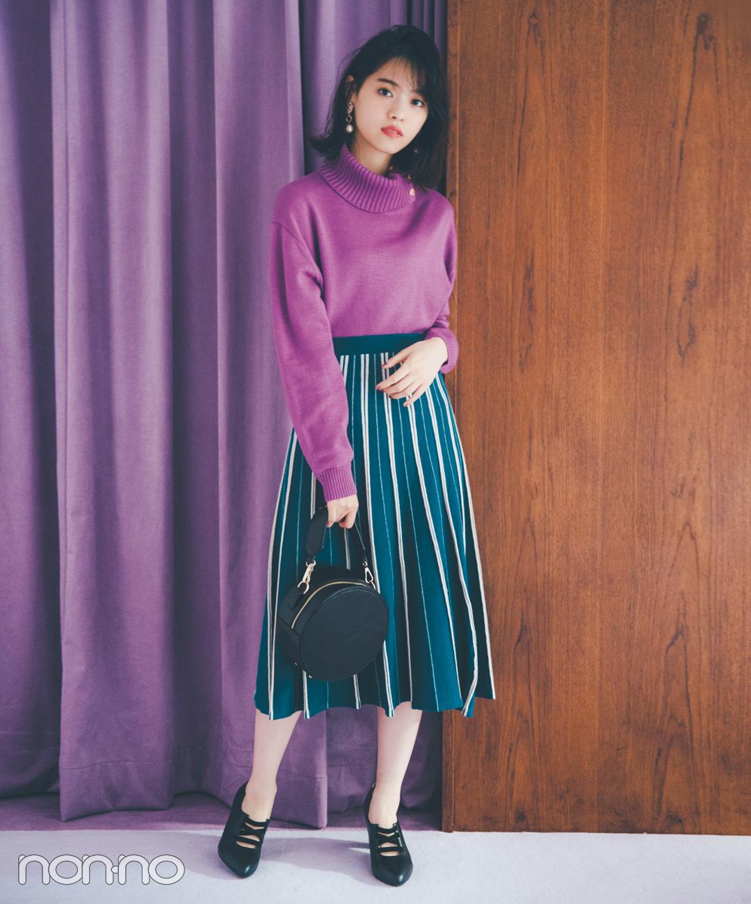 【プリーツスカートコーデ5】ストライプのプリーツスカート×ブラック小物