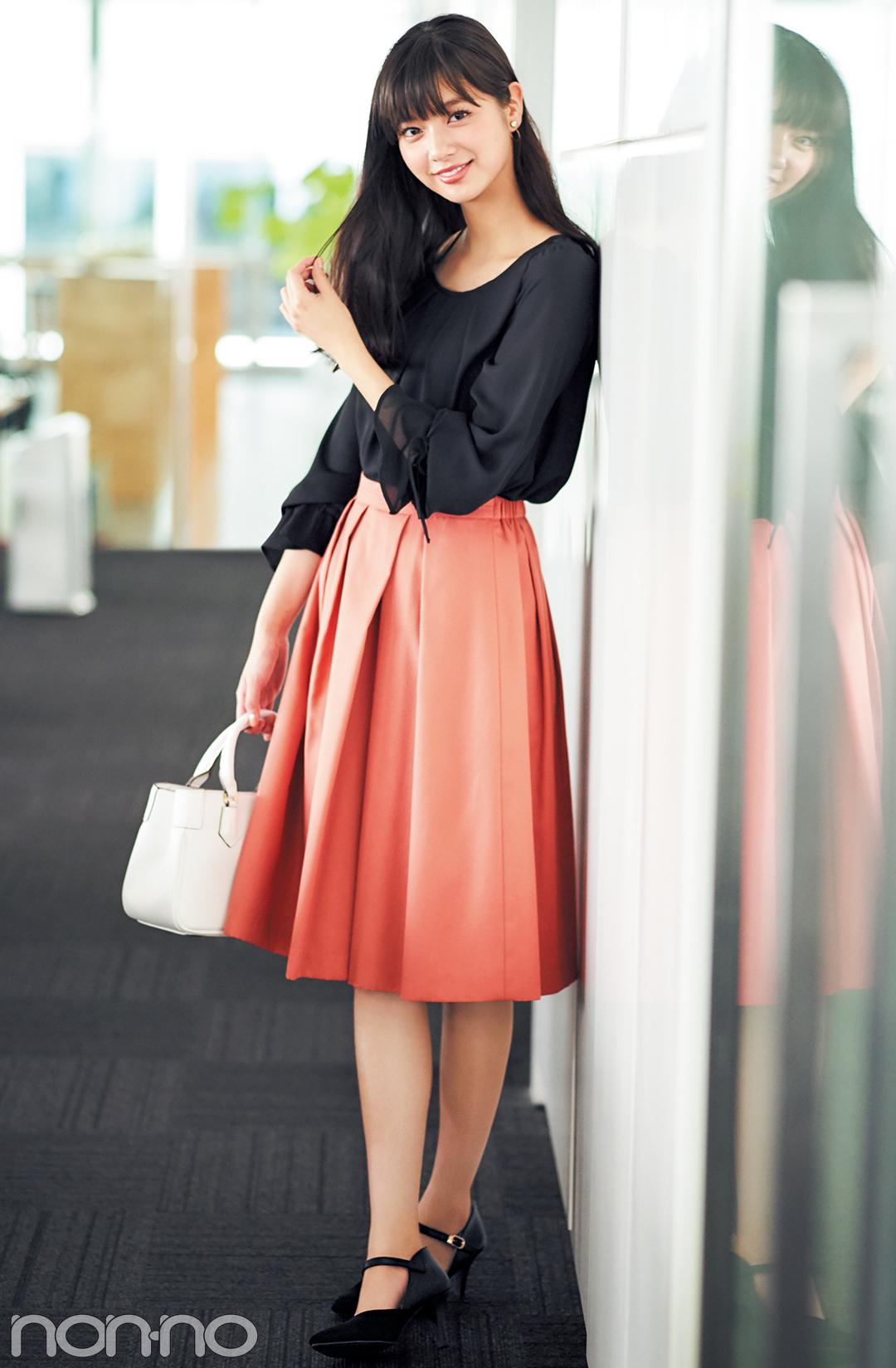 新川優愛が着る♡ オフィスコーデのスカートは、秋色で選ぶのが正解!_1_1-1
