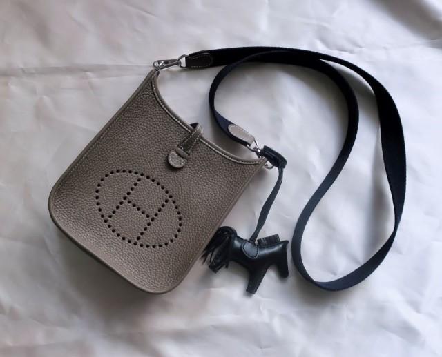 今本当に使えるバッグは、手のひらサイズのポシェット一択!_1_2