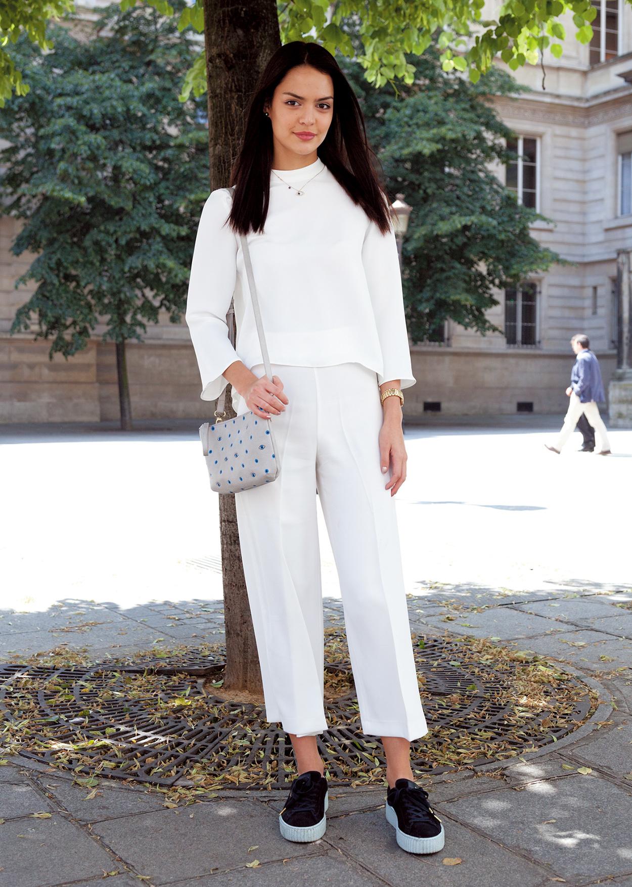 白、グレー、ネイビー。定番色はグラデーションで着るのが素敵【ファッションSNAP ミラノ・パリ編】_1_1