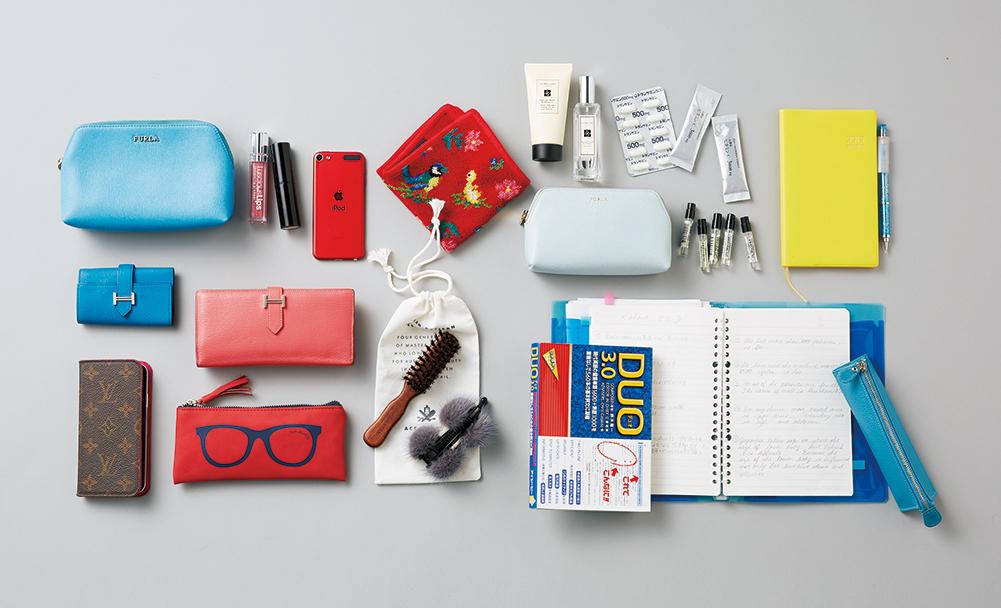 使命感に燃える美容皮膚科医のバッグは華やかブランド小物&学習グッズが共存!【働く女のバッグの中身】_1_3