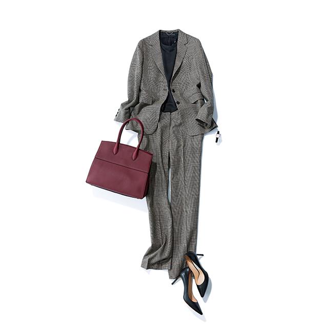 グレンチェックのジャケット&パンツには 小物でフェミニンをひとさじ