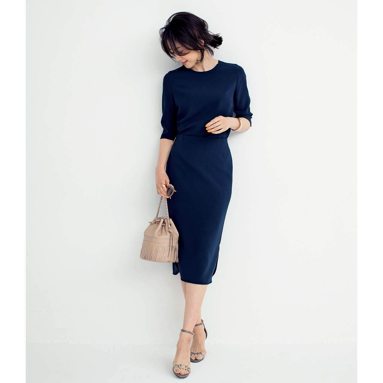 とろみセットアップを着用したモデルの高垣麗子さん