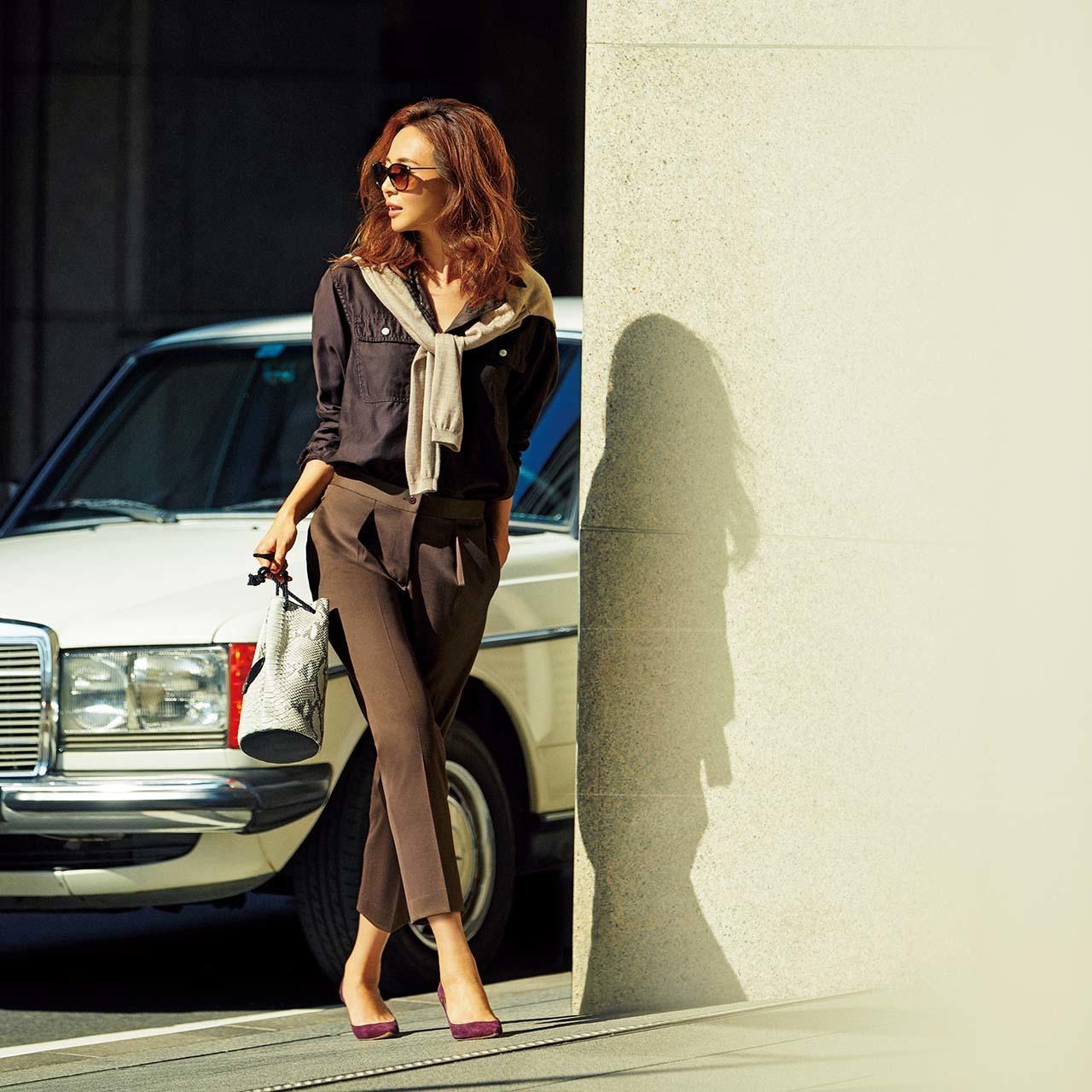 ファッション 細身パンツ×ブラウンシャツコーデ