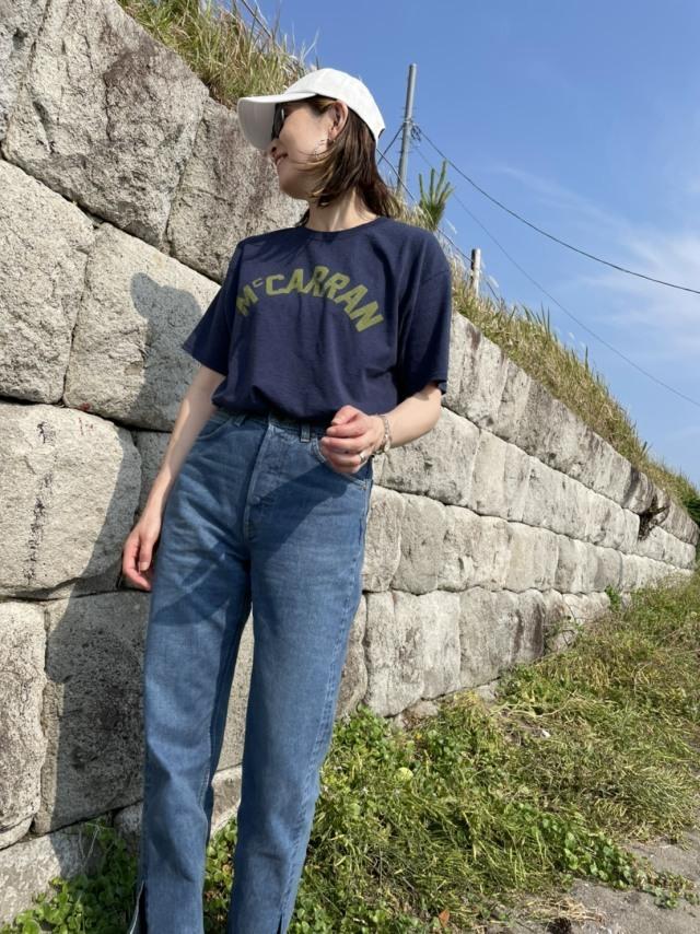 40代にベストなロゴTシャツとは? 大人に似合う夏の最旬ロゴTシャツコーデまとめ|美女組Pick up!_1_29