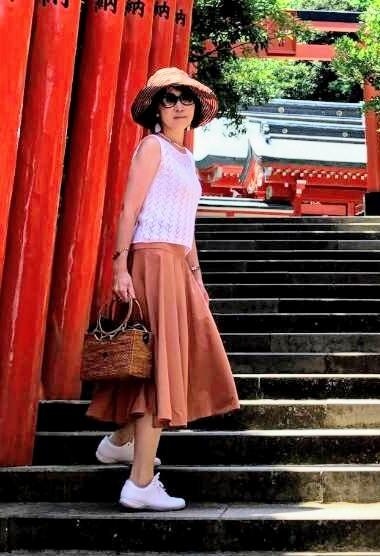 日南海岸にある有名な鵜戸神宮。太陽に照らされた鳥居の鮮やかな朱色が眩しい!