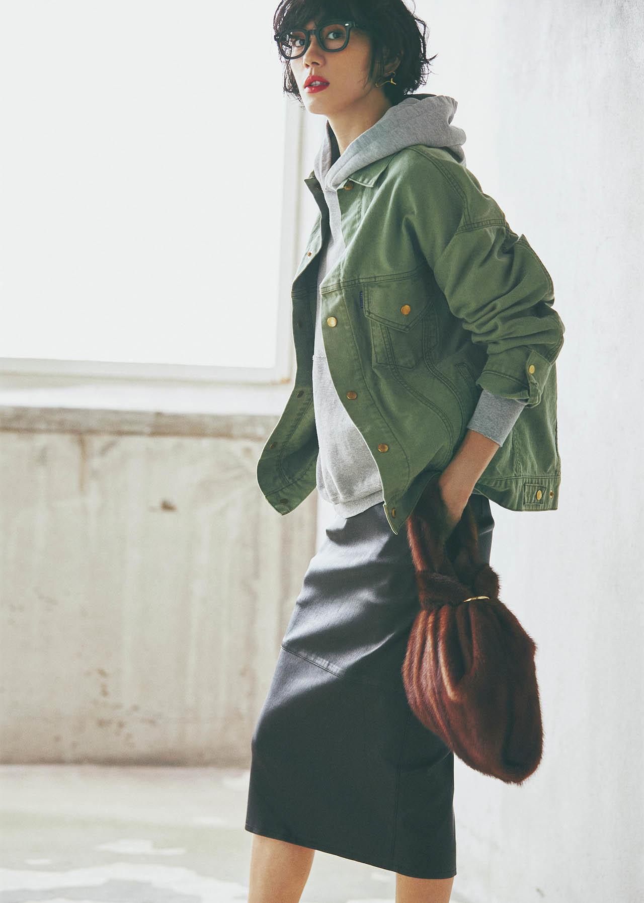 ■フーディ×ジャケット×レザーのタイトスカートコーデ