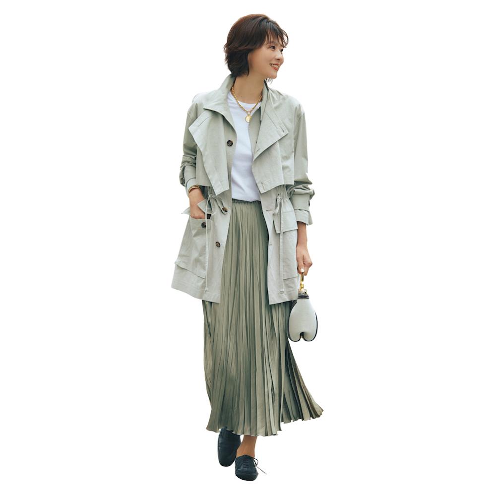サファリジャケット×ロングプリーツスカートのワントーンコーデ