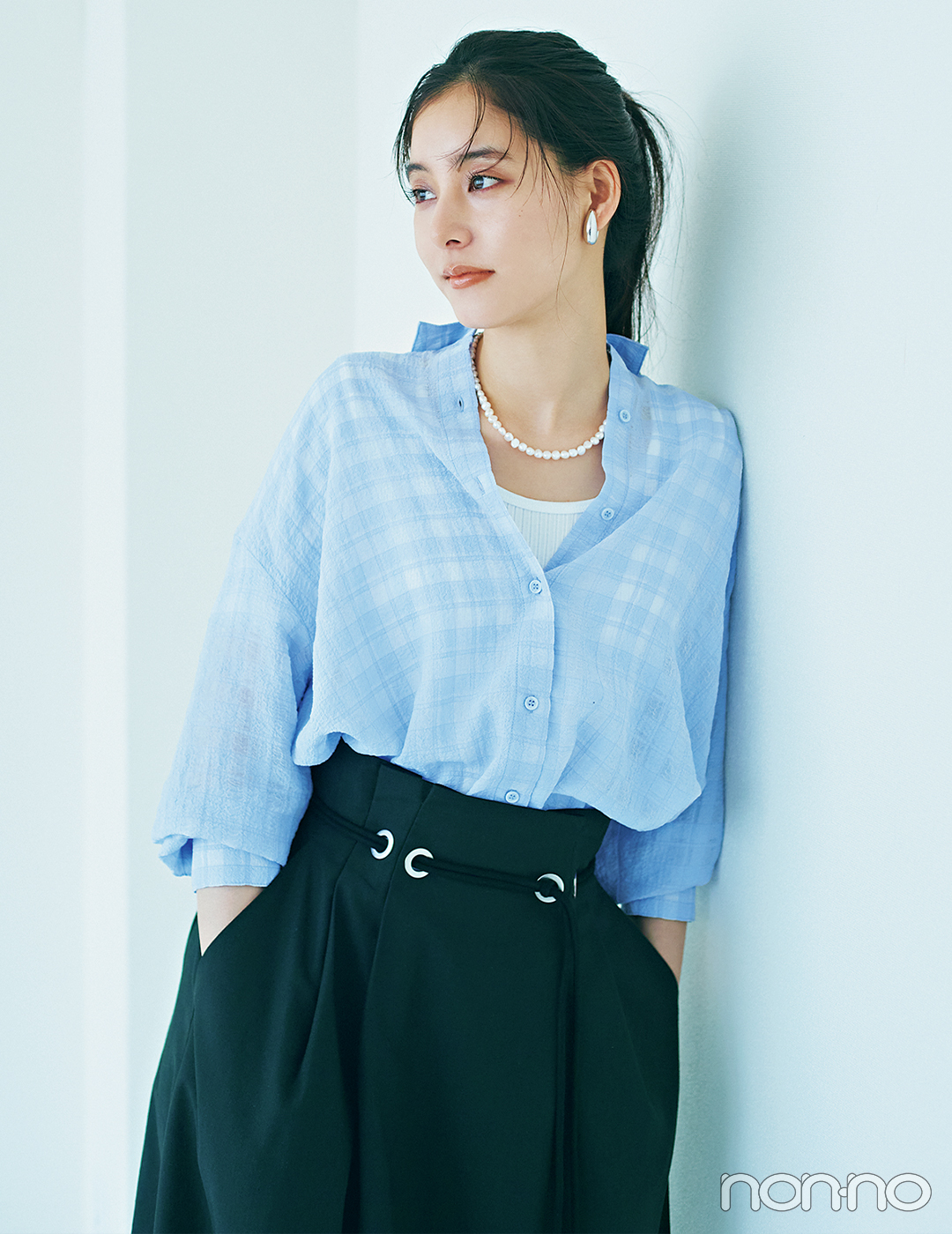 新木優子はあいまい配色のギンガムチェックで大人の甘さを満喫【大学生の毎日コーデ】
