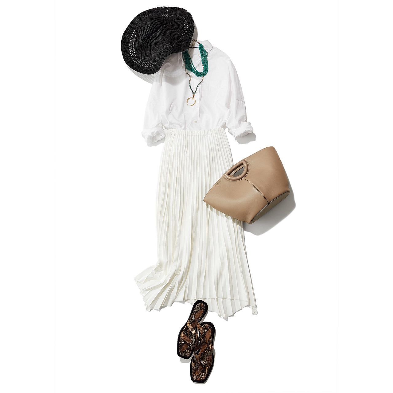 白シャツ×白プリーツスカートコーデ