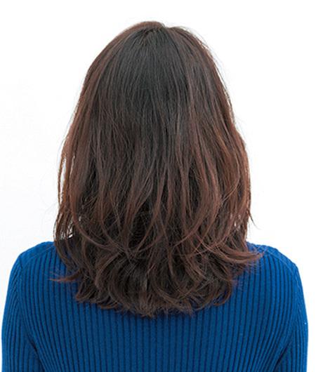 「透け感」を意識したトレンド直球なミディアムヘア【40代のミディアムヘア】_1_3
