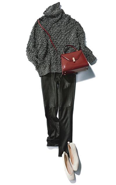 松井陽子さんコーディネート、マディソンブルーの細身のストレッチ感覚で履けるレザーパンツ