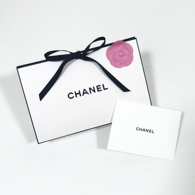 心躍るパッケージの素敵なCHANELのプレゼント_1_1-1