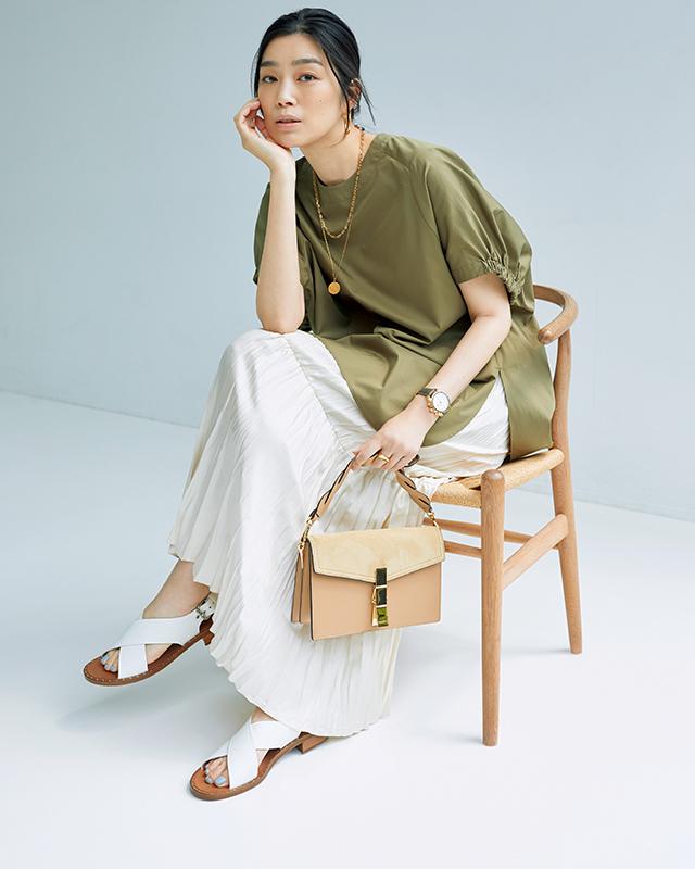 【白サンダル】旬のニュアンスカラーがくすまず軽やかに着られる