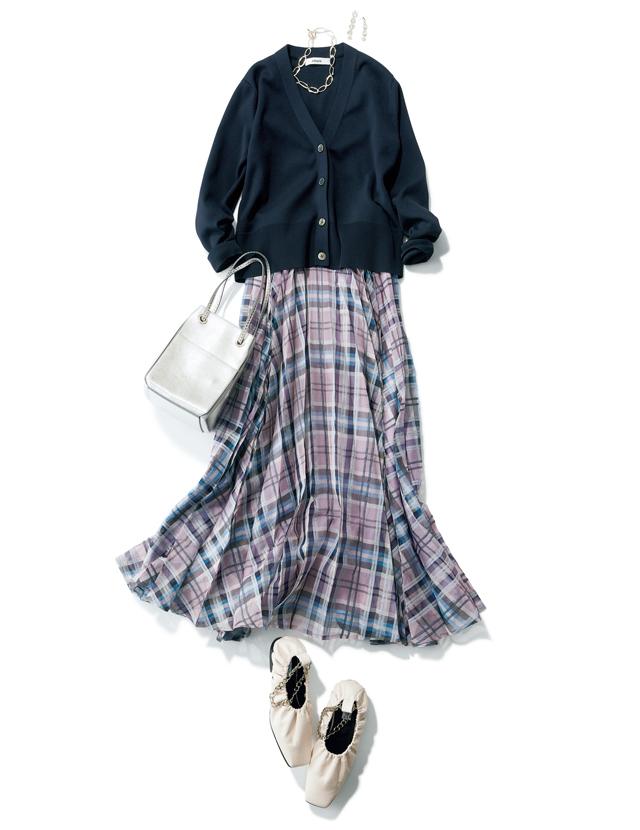 プリーツスカートとスクエアトゥのコーデ