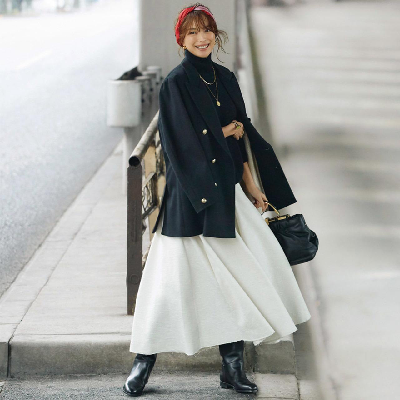 ジャケット×白いロングスカートコーデ