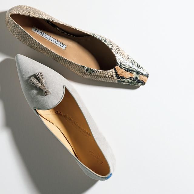 ベージュのフラット靴