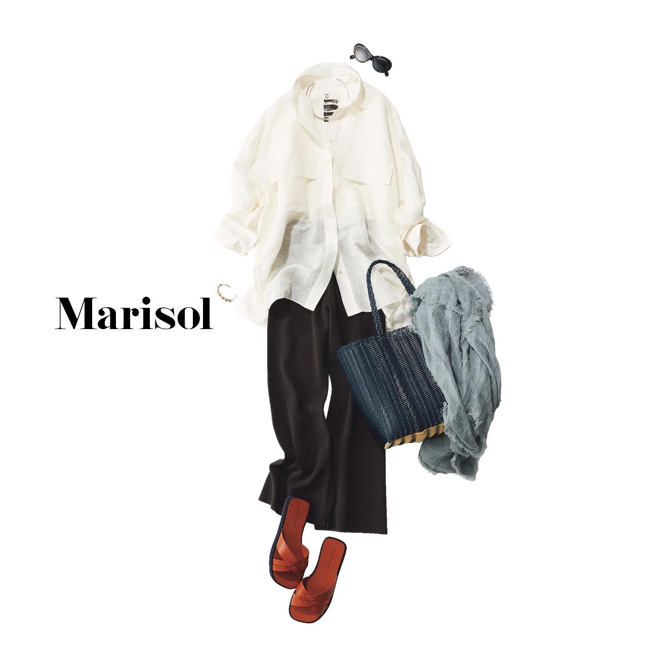 40代ファッション 白シャツ×黒パンツ×サンダルコーデ