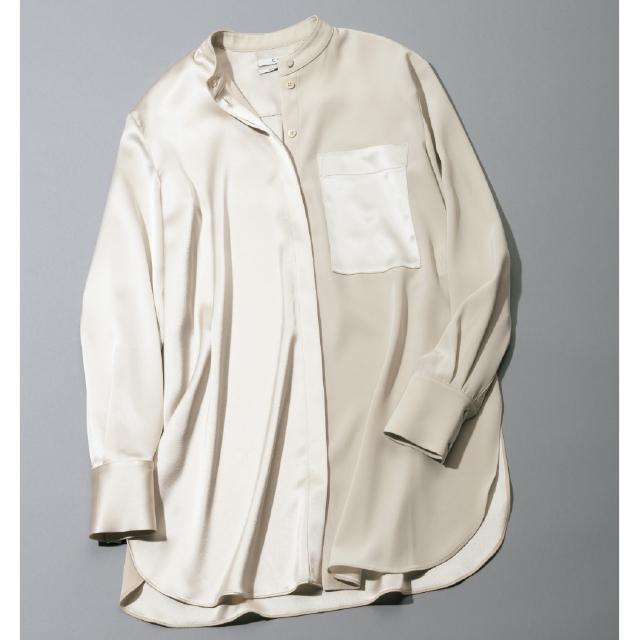 ひとひねりあるデザインのベージュシャツがアクセントに