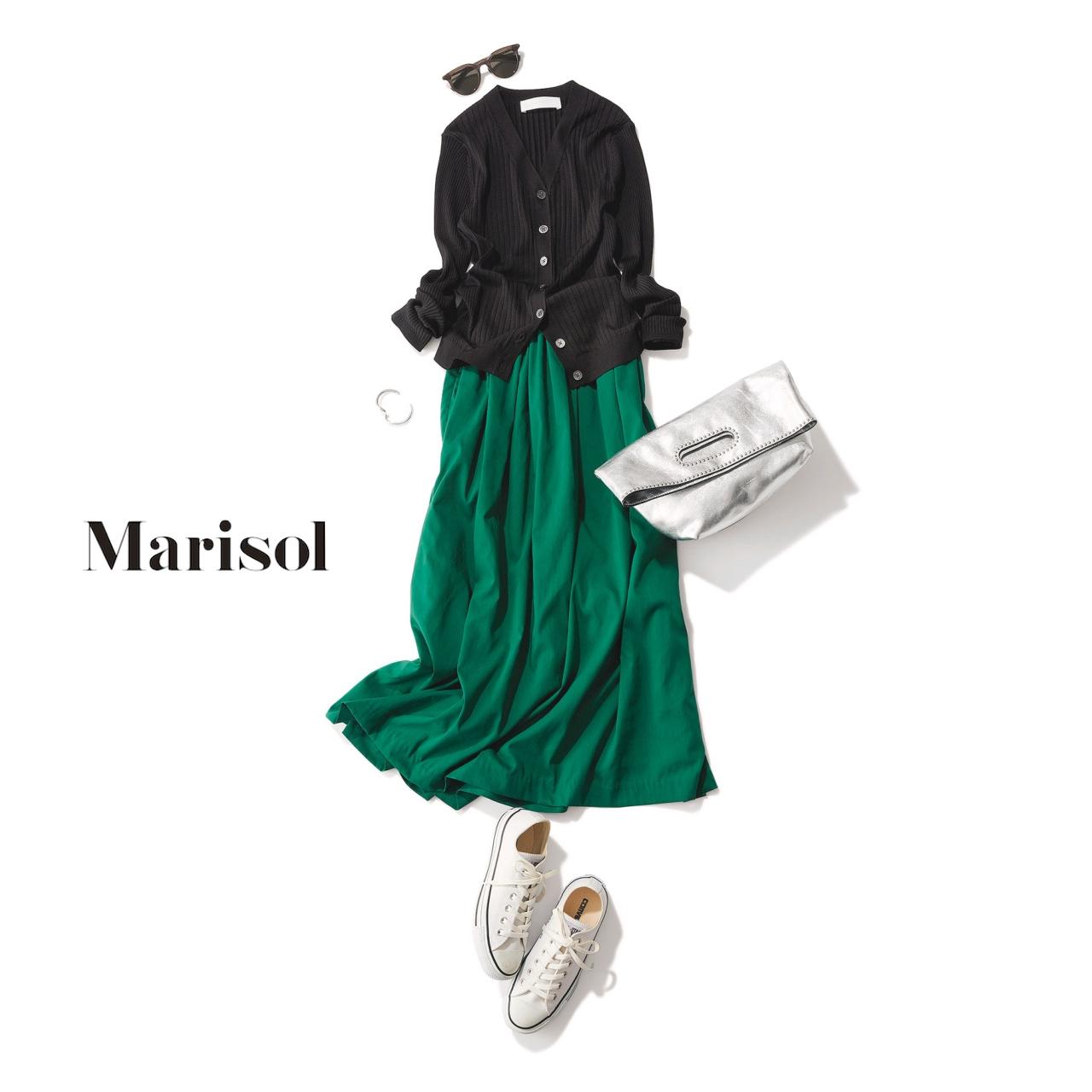 黒のカーディガン×グリーンスカートコーデ